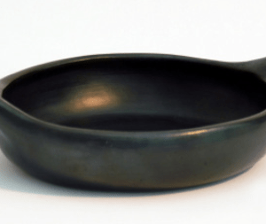 round bake/frying dish with ears ceramic black pottery